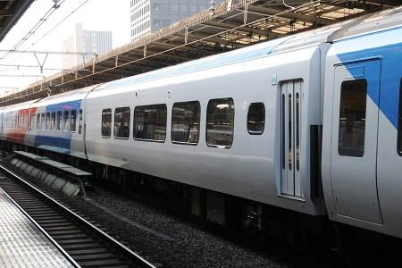 14:29 南武線で運行時には連結されない「ロイヤルボックス」(JR線内ではグリーン車扱い)