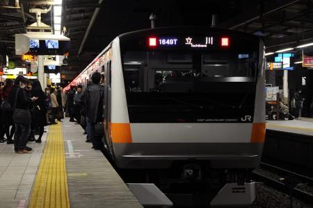 18:16 後続列車もかなり混んでいる