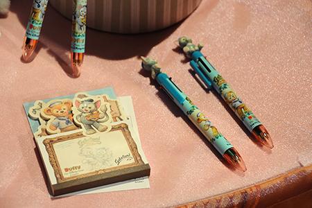 6色ボールペンとメモ帳