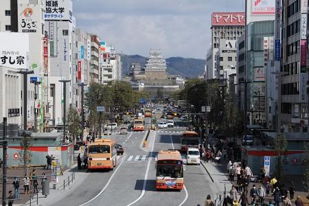 姫路駅前から見る姫路城