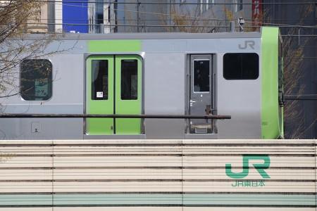 渋谷を通過したE235系