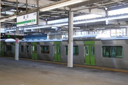 品川駅9番線に入線