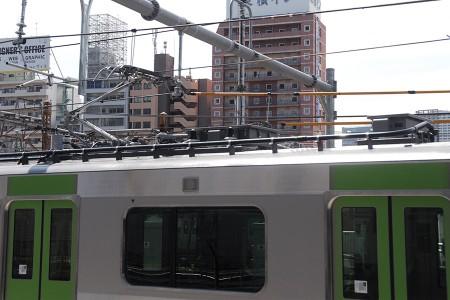 3号車・モハE235-3 パンタグラフ