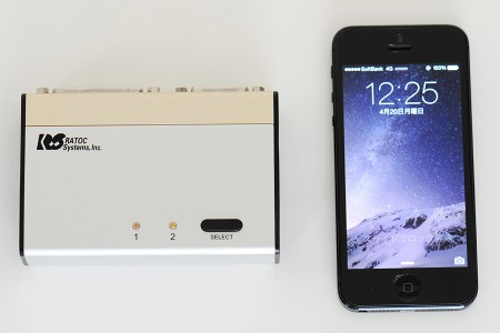 REX-230UDAとiPhone 5のサイズ比較