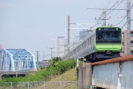 13:00 試9837M E235系トウ01編成 @ 新鶴見信~鶴見