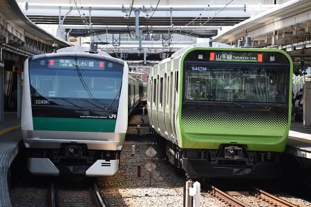 13:37 @ 大崎 (左) 1348K E233系7000番台ハエ120編成 (右) 回9465M E235系トウ01編成
