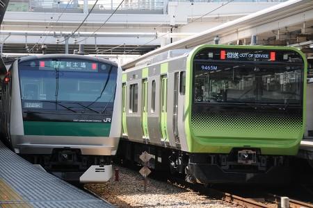 13:39 @ 大崎 (左) 1348K E233系7000番台ハエ120編成 (右) 回9465M E235系トウ01編成