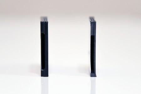 左の「CR-7000」より薄い