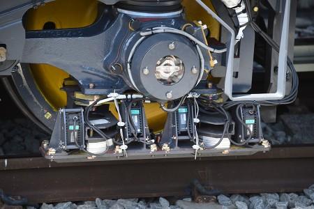 前側に付いているレーザー測定器と思われる機材