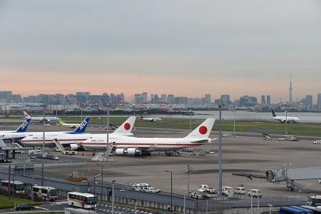 17:58 V2スポットにJF002便 20-1101も到着 @ 羽田空港