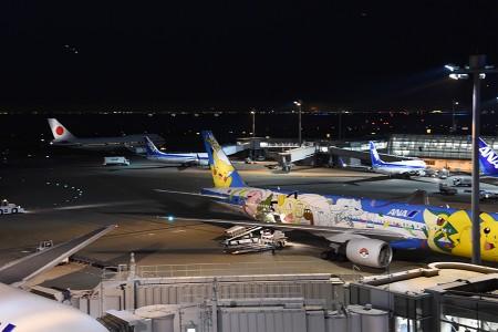 19:35 第二ターミナル前を通過する20-1101 @ 羽田空港