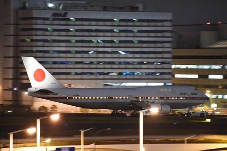 19:39 J2誘導路を進むB747-47C 20-1101 政府専用機 @ 羽田空港