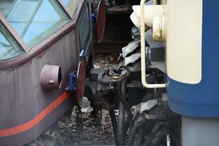 スロフ14-702とEF64-1052の連結部