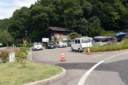 立石公園の駐車場は当然満車