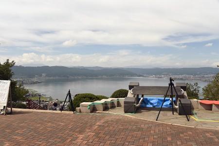 入口付近から諏訪湖方面を見る