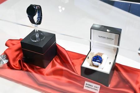 「Huawei Watch」外装の箱
