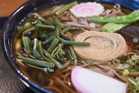 湯葉と山菜の蕎麦