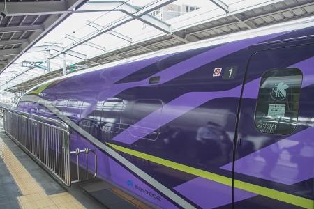 新大阪20番線に到着した「500 TYPE EVA」