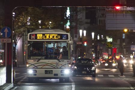 00:33 深夜急行三鷹駅北口行き B5001号車 KL-UA452PAN @ 銀座~四谷三丁目