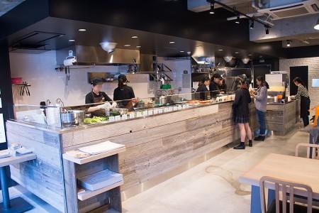 オープンキッチン全景