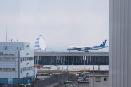 RWY05から離陸する福岡行きのNH259便 B777-200 JA702A