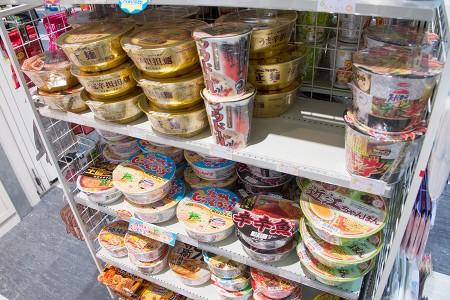 関東圏ではあまり見かけないカップ麺もある