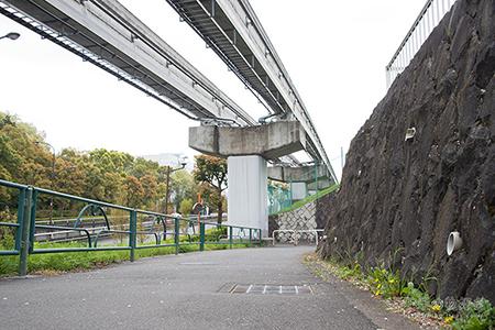 松が谷駅から校舎へ向かう途中の道