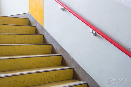 3F→4F階段